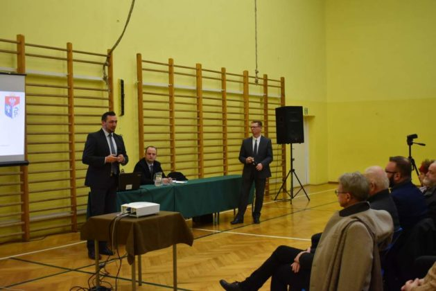 błonie spotkanie z mieszkańcami 32 629x420 - Przychodnie powinny zostać miejskie. Spotkanie burmistrza z mieszkańcami dzielnicy Błonie