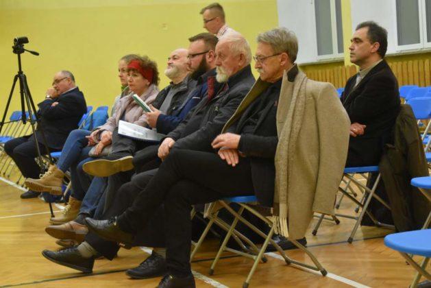 błonie spotkanie z mieszkańcami 8 629x420 - Przychodnie powinny zostać miejskie. Spotkanie burmistrza z mieszkańcami dzielnicy Błonie