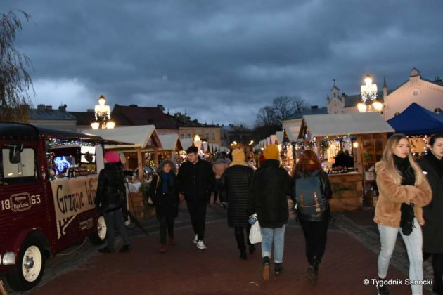 jarmark adwentowy 11 630x420 - Magia świąt Bożego Narodzenia - trwa Jarmark Adwentowy na sanockim Rynku FOTORELACJA