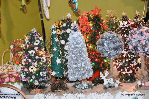 Magia świąt Bożego Narodzenia - trwa Jarmark Adwentowy na sanockim Rynku FOTORELACJA