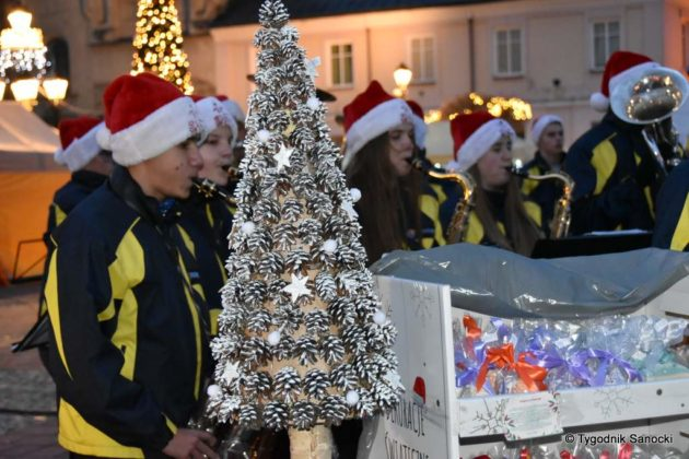 jarmark adwentowy 16 630x420 - Magia świąt Bożego Narodzenia - trwa Jarmark Adwentowy na sanockim Rynku FOTORELACJA