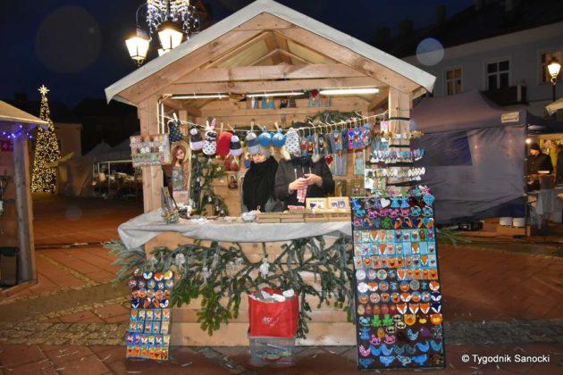 jarmark adwentowy 23 630x420 - Magia świąt Bożego Narodzenia - trwa Jarmark Adwentowy na sanockim Rynku FOTORELACJA