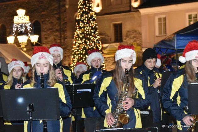 jarmark adwentowy 26 630x420 - Magia świąt Bożego Narodzenia - trwa Jarmark Adwentowy na sanockim Rynku FOTORELACJA