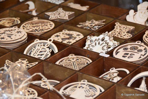 jarmark adwentowy 28 630x420 - Magia świąt Bożego Narodzenia - trwa Jarmark Adwentowy na sanockim Rynku FOTORELACJA