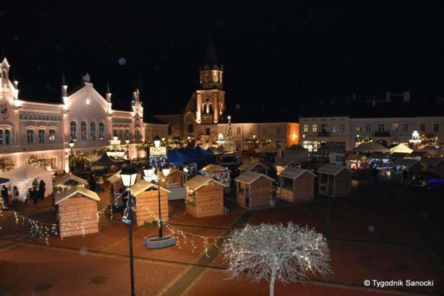jarmark adwentowy 30 630x420 - Magia świąt Bożego Narodzenia - trwa Jarmark Adwentowy na sanockim Rynku FOTORELACJA
