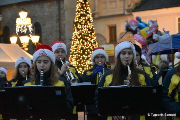 jarmark adwentowy 6 630x420 - Magia świąt Bożego Narodzenia - trwa Jarmark Adwentowy na sanockim Rynku FOTORELACJA