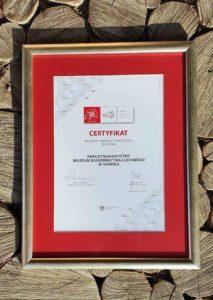 nagroda MBL 213x300 - Muzeum Budownictwa Ludowego Ambasadorem Wschodu i z Certyfikatem Polskiej Organizacji Turystycznej