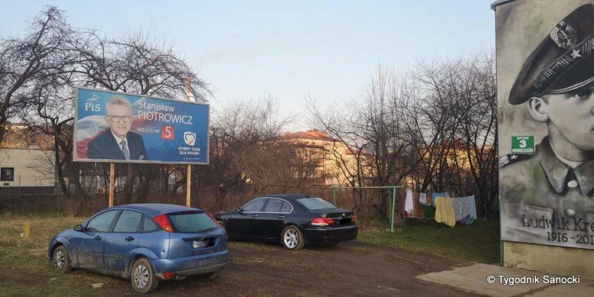 banner na Heweliusza 1 840x420 - Bannery wyborcze nadal wiszą