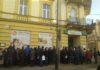 Kolejki przed siedzibą PBS-u