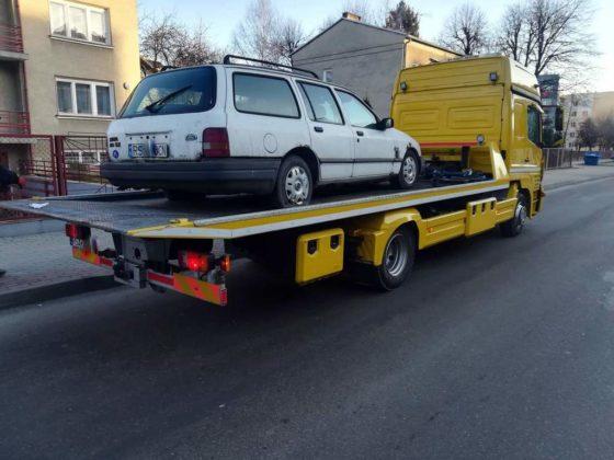 wraki sanok 2 560x420 - Wraki samochodów znikają z parkingów