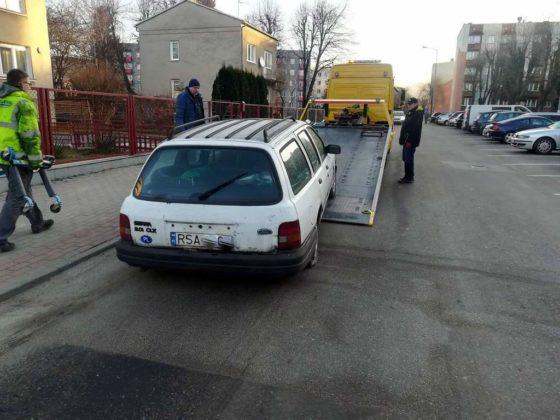 wraki sanok 3 560x420 - Wraki samochodów znikają z parkingów