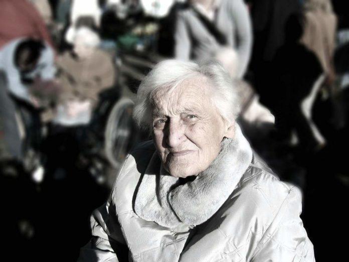 Ostrzeżenie dla seniorów - GIS zaleca unikanie miejsc publicznych