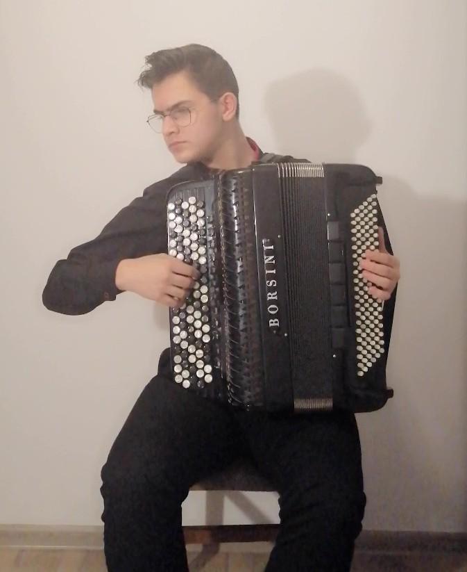 """Dawid Siwiecki reprezentuje Polskęw Konkursie Młodego Muzyka """"Virtuosos V-4 +"""""""