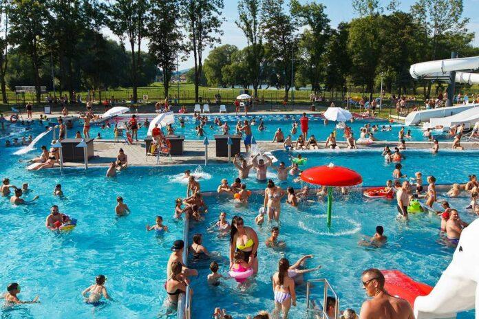 Rekordowa frekwencja na basenie