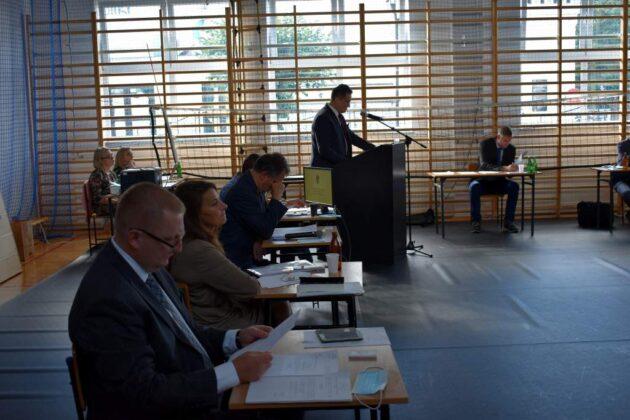 Dyskusja nad budżetem - XXXIII sesja Rady Miasta Sanoka. Materiał filmowy