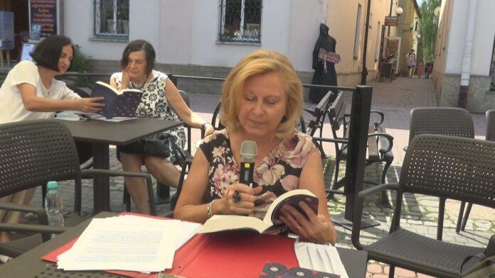 Osłona Jarmarku Ikon: nowa powieść Kalmana Segala