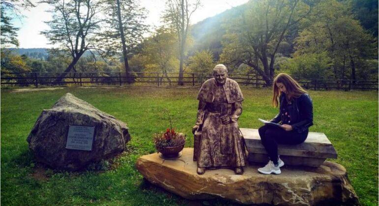 Pomoc w kształceniu młodych. Piękny żywy pomnik JP II