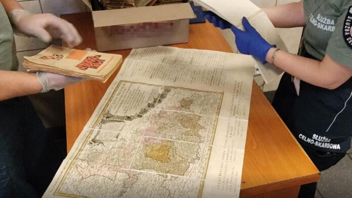 Przemyt zabytkowych książek i map, produktów leczniczych i papierosów