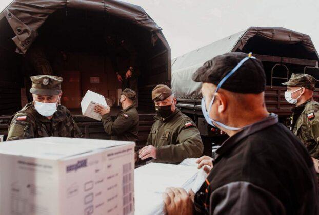Żołnierze 3. PBOT dostarczą ponad 2 miliony maseczek i środków ochrony indywidualnej na całym Podkarpaciu