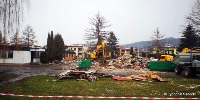 Trwa rozbiórka budynku