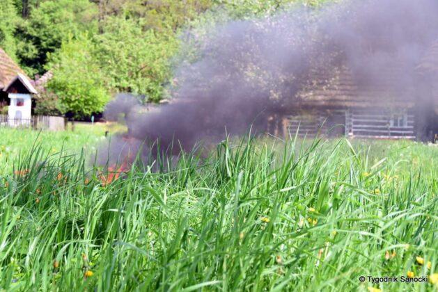 Pali się skansen w Sanoku! Szkolenie z ogniem w tle