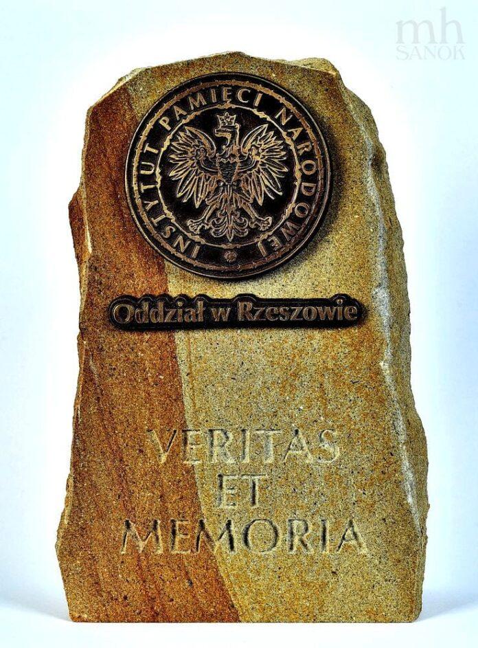 "STATUETKA ""VERITAS ET MEMORIA""DLA MUZEUM HISTORYCZNEGO W SANOKU"