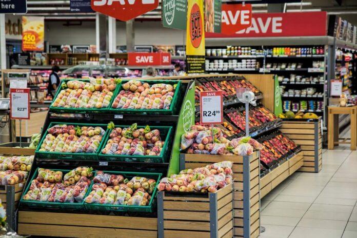 Sprytne oszczędzanie z gazetką promocyjną Biedronka i Auchan